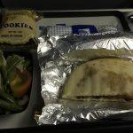 子連れグアム旅行②ユナイテッド航空(UA172)飛行機の過ごし方、機内食